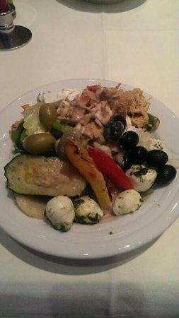Goritschniggs Lunch Am Tag & Steakhaus Am Abend: Salat von der unglaublichen Salatbar