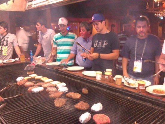 Alexander S Steakhouse Preparando A Carne 2