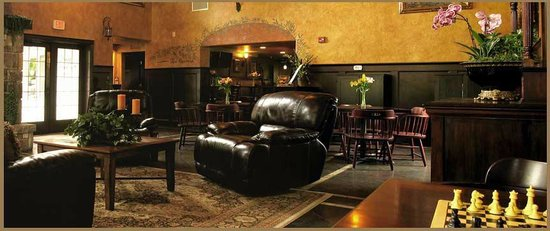 Silverton Inn and Suites: Our comfortable lobby is a perfect place to unwind. Great for events!