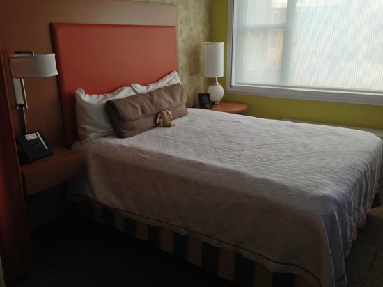 Home2 Suites by Hilton Baltimore Downtown: Queen bed