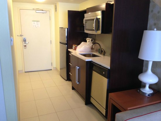 Home2 Suites by Hilton Baltimore Downtown : Kitchenette