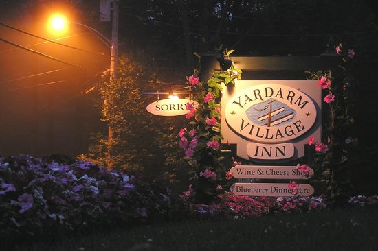 Yardarm Village Inn : Yardarm's sign