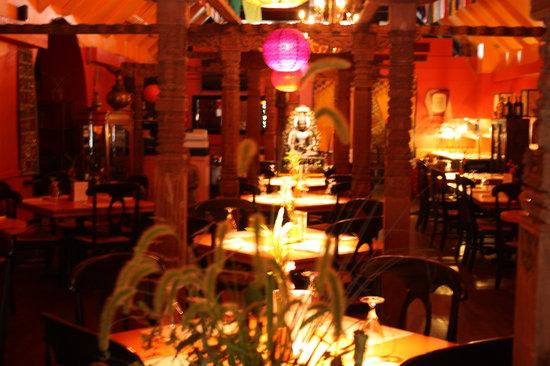 Kathmandu Cafe: Fell like in Kathmandu. City of temple.