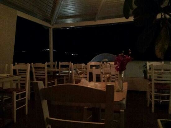Papagalos Restaurant: Overlooking the ocean in the far distance