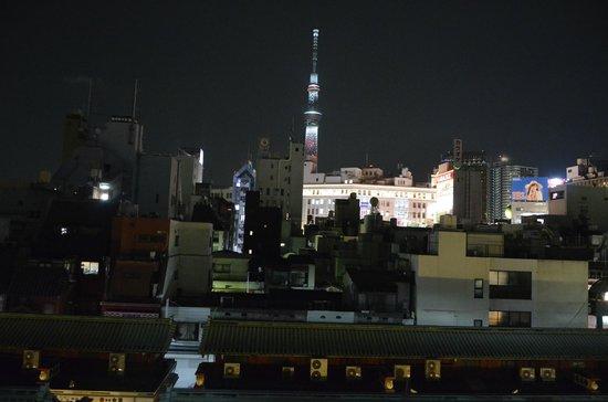 Ryokan Asakusa Mikawaya : Vue sur la Tokyo Tower de la chambre