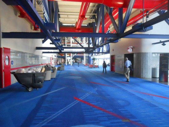 George R. Brown Convention Center: Corridor connecting meeting rooms
