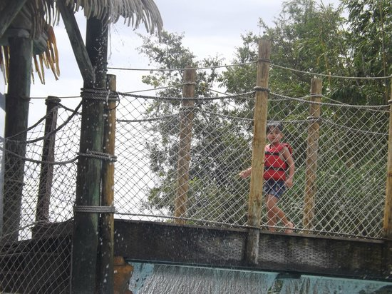 Liki Tiki Village: Juegos en la piscina