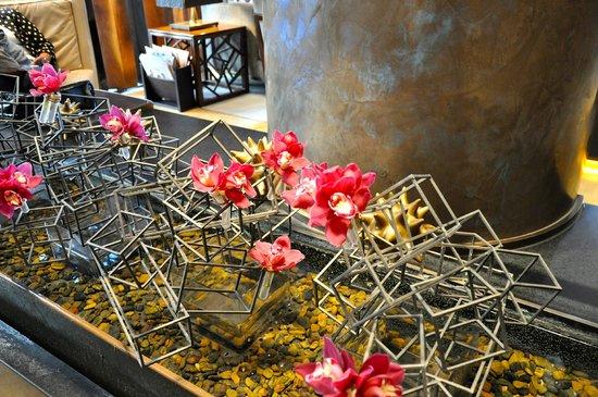 The Dominick Hotel: Lobby