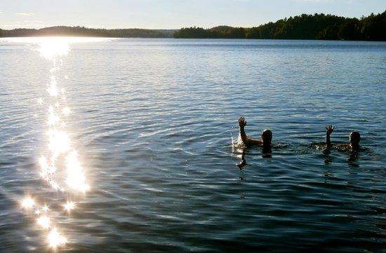 Somerset Inn: The water was lovely even in late September