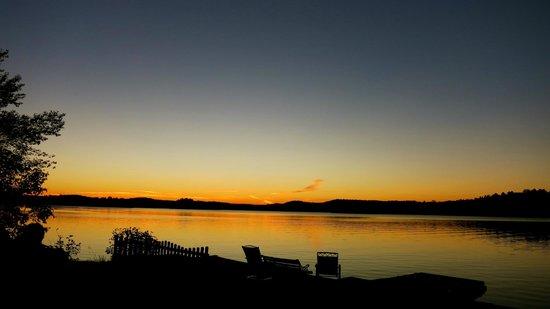 Somerset Inn: Sunset on Lake Paudash