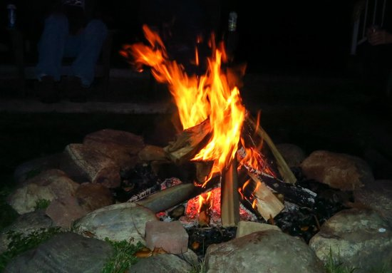 Somerset Inn: Dave the inn keeper lays out a fire for guests by the dock.