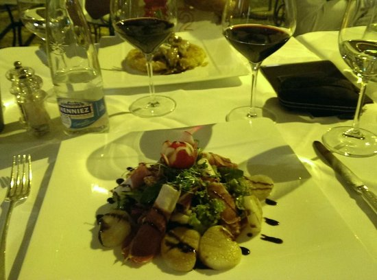 Zunfthaus zur Waag: Autumn salad with scallops and pata negra ham CHF 42.50 main course