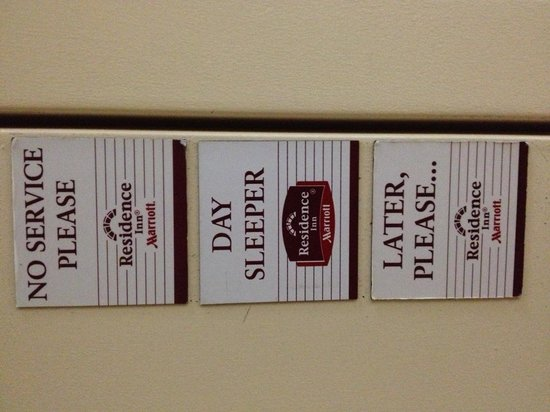 Residence Inn Beverly Hills: Service magnets