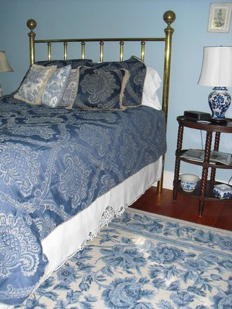 Four Mounds Inn B&B: A bedroom in the White House