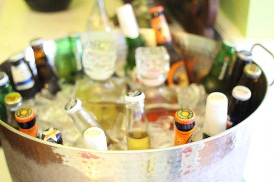 Bayfront Marin House Historic Inn : Happy Hour Drinks