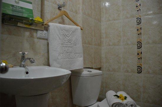 Hotel Gran Dalona: Baños Habitación