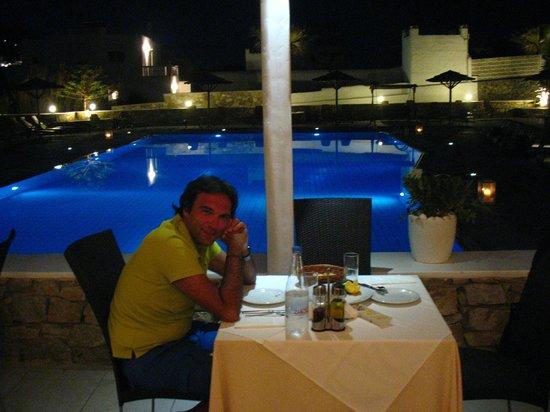 Aleka's Restaurant: La piscina