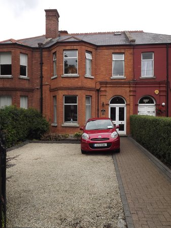 Oaklodge Bed & Breakfast: Off Street Parking