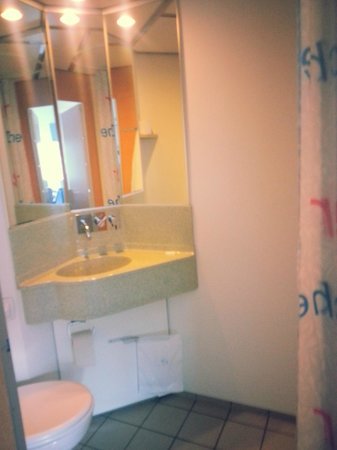 Cabinn City Hotel: My bathroom.