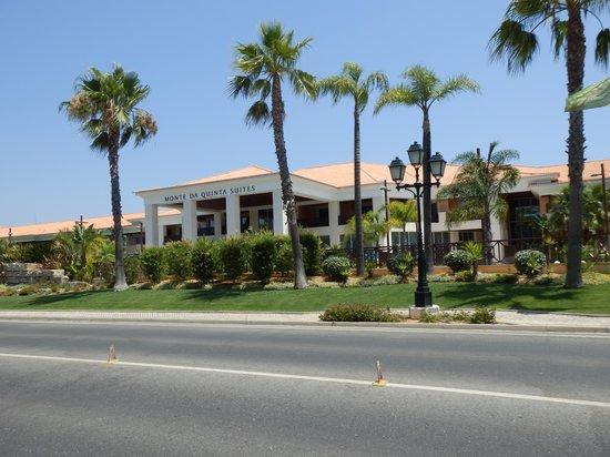 Monte da Quinta Resort : Voorzijde van het hotel