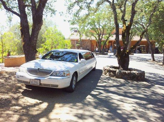 Elite Limo Napa Tours: Napa valley wine tour in a stretch limousine