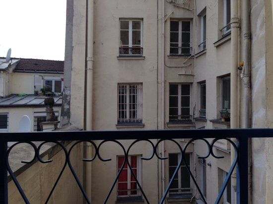 Hotel Garden Opera: View out window (4th floor room)