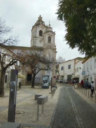 Église Saint-Antoine (Igreja de Santo Antonio) : The twin towers of Santo Antonio are easy to spot at the end of the main shopping street