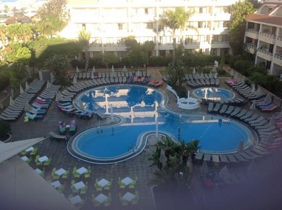 Aparthotel Parque de la Paz : pool view from room 405