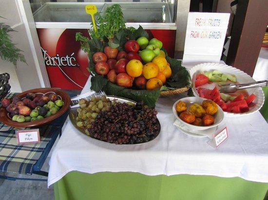 Hotel Ilios: Frugter til morgenmaden