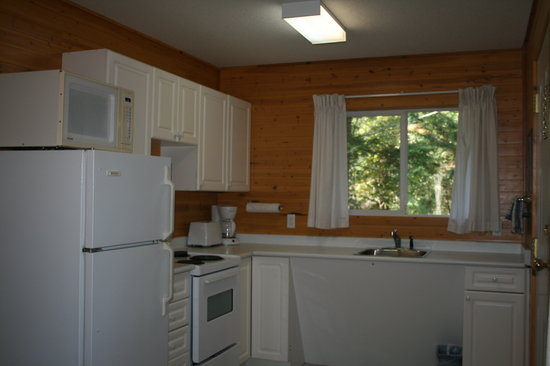Page's Resort and Marina: Fully equipped kitchen
