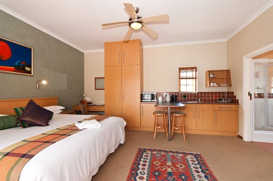 Cape Flame Guest House: Business 9