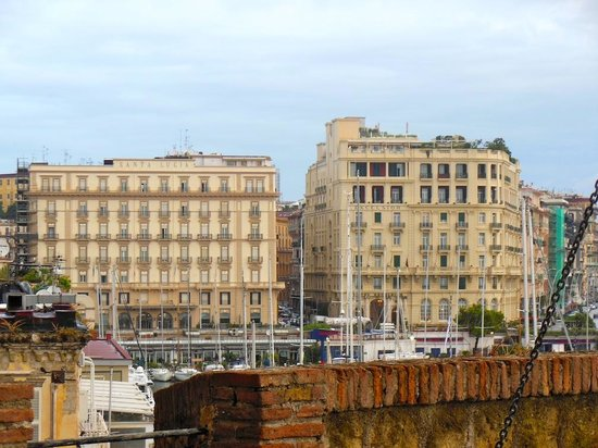 Grand Hotel Santa Lucia: hotel (left) seen from Castel dell'Ovo