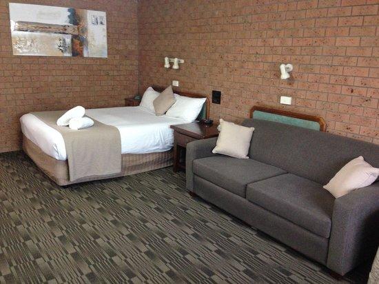 James Street Motor Inn: Extra large rooms