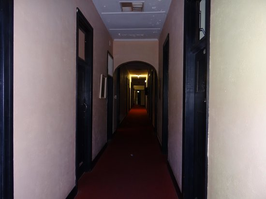 Victoria Hotel: The spooky old hallway upstairs