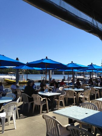 Kennebec Tavern & Marina: Another photo of the outside dining area