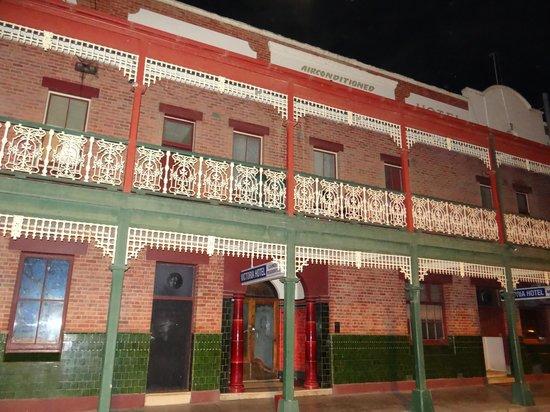 Victoria Hotel: Exterior at night