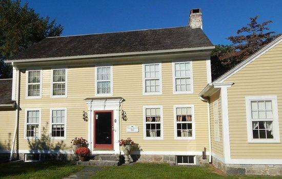 Nehemiah Brainerd House B&B: Main House