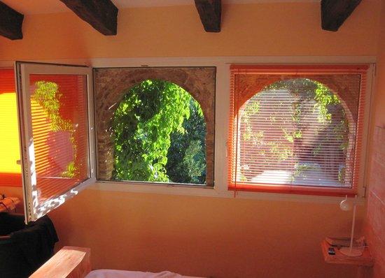 Hotel El Cau de Papibou: Our bedroom looking outward - typical sunny morning