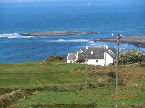 Doonagore Farmhouse: View of the neighboring home