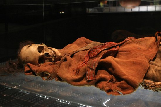 National Museum Quito : Cañari mummy in the Museo del Banco Central