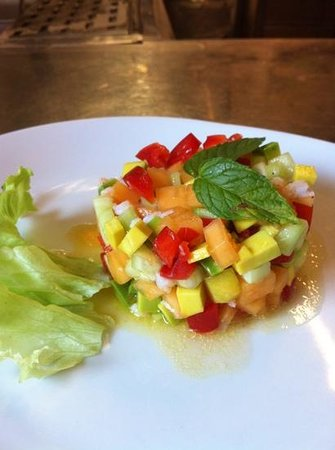 Centrale: tartare di verdure, frutta e gamberi a mezzogiorno
