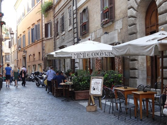 Navona Gallery & Garden Suites: Rua do Hotel