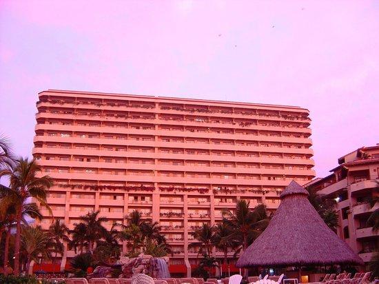 Sheraton Buganvilias Resort & Convention Center: Vista alberca
