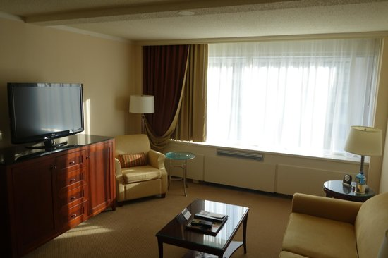 Fairmont Winnipeg: room