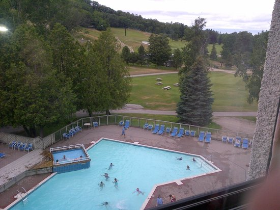 Horseshoe Resort: pool view from our room
