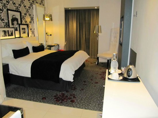 Protea Hotel Fire & Ice Johannesburg Melrose Arch: beautiful room!