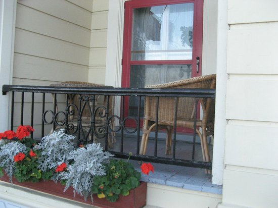 Hotel Terrasse Dufferin : a little balcony...sit out there and read a book...RELAX!