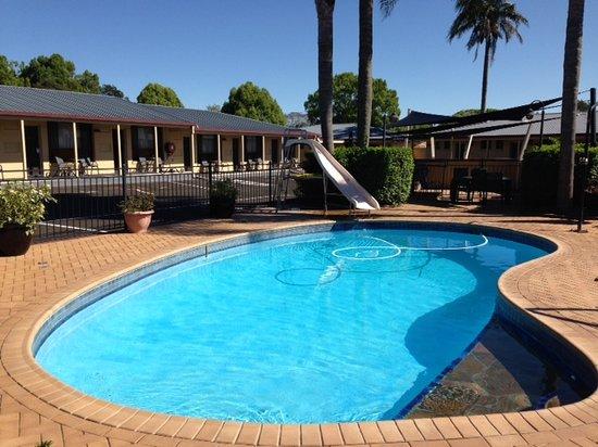 James Street Motor Inn: pool area