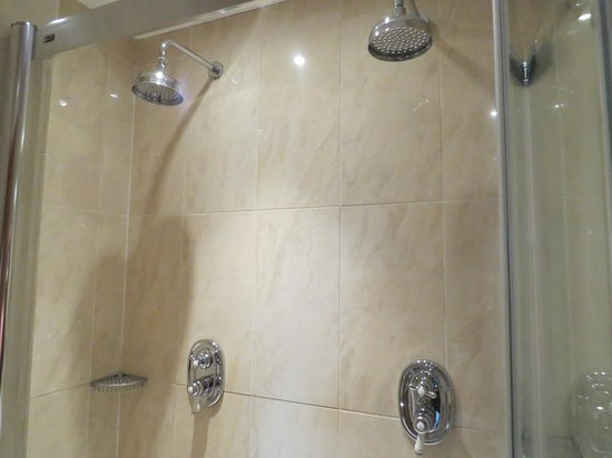 Northcote Hotel: His and Hers shower