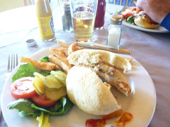 Fresh Catch Cafe : Fantastic halibut burger